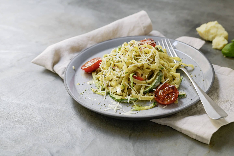 Zucchini Tagliatelle mit VEGGY Classic und Cocktailtomaten