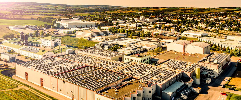 Clădirea companiei Kotányi din Wolkersdorf a fost fotografiată dintr-o vedere de pasăre